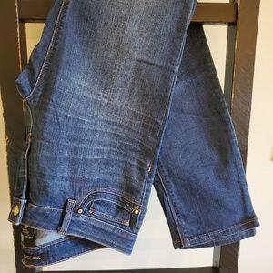 WHBM, Slim Leg Jean